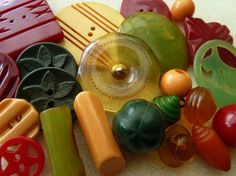 bakelite vintage mixed colored antique buttons from aloha beadworks