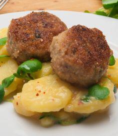 Fleischpflanzerl mit Kartoffel-Gurkensalat
