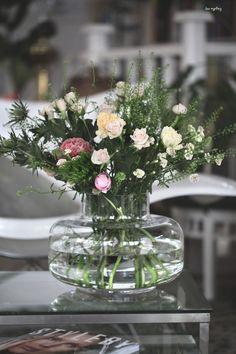 Anemone Wedding, Spring Wedding Flowers, Pretty Flowers, White Flowers, Vases, Wedding Flower Packages, Raindrops And Roses, Barbie Wedding, Flower Packaging