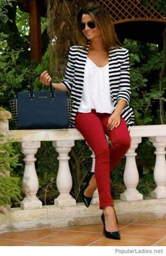 One of my favorite outfits, I love the striped blazer paired with the lose fitting, but classy white tee & red pants! Mode Outfits, Fashion Outfits, Womens Fashion, Fashion Scarves, Trajes Business Casual, Business Casual Outfits For Work, Business Attire, Best Blazer, Popular Outfits