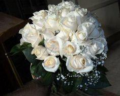 BOUQUET CLASSICO E ROMANTICO DI BOCCIOLI DI ROSA a Zuppardo Piante e Fiori Dal 1950 #fiori #nozze