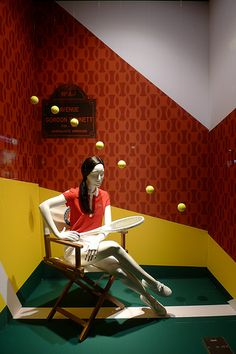 furniture used to set the mood/place-Tennis at Galeries Lafayette visual merchandising Window Display Retail, Window Display Design, Display Windows, Visual Merchandising Displays, Visual Display, Boutiques, Clothing Displays, Galeries Lafayette, Lafayette Paris