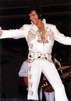 Elvis Presley In Concert Priscilla Presley, King Elvis Presley, Elvis Presley Photos, Elvis Presley Concerts, Elvis In Concert, Most Beautiful Man, Gorgeous Men, Amazing Man, Awesome