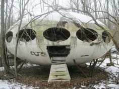 Abandoned 1968 Futuro House, Pennsylvania....Looks like a retro scifi movie U.F.O.
