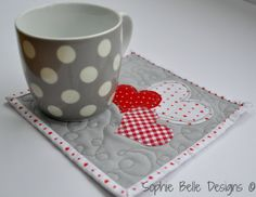 Valentine Coffee Mug Rug & Other Quilt Projects Valentines Mugs, Valentine Crafts, Valentine Coffee, Mug Rug Patterns, Quilt Patterns, Canvas Patterns, Small Quilts, Mini Quilts, Quilting Projects