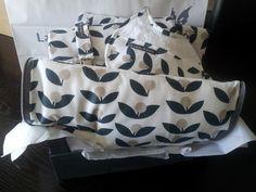 Canastilla tela flor de olivo, compuesta por cambiador, guardapañales, cuelgachupos, babero bebe y tapa para el saco del cuco de bugaboo bee