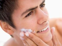 Trước khi dưỡng ẩm bạn nên làm ẩm da để hấp thụ độ ẩm một cách tốt nhất