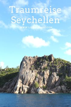 """Seychellen"""" – allein bei dem Wort macht sich ein bestimmtes Bild im Kopf breit. Ein Bild von schneeweißen Sandstränden, Kokospalmen, türkisblauem Wasser und kugelrunden Granitfelsen. Wir nehmen euch mit auf die Inseln Mahè, La Digue und Praslin."""