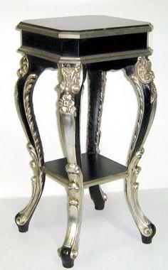 tavolino nero e argento con pianetto in imitazione di marmo
