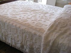 Vintage Chenille Bedspread - Creamy White - Light Weight - Full or Queen Size Chenille Blanket, Chenille Bedspread, Vintage Girls Rooms, Vintage Bedspread, Ikea, Lounge, Shabby Chic Cottage, Cool Rooms, Queen Beds