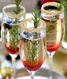 Wedding Drink Ideas: Blackberry Ombre Sparkler – www.diyweddingsma… Wedding Drink Ideas: Blackberry Ombre Sparkler – www. Holiday Cocktails, Cocktail Drinks, Fun Drinks, Yummy Drinks, Cocktail Recipes, Holiday Parties, Beverages, Christmas Cocktail Party, Champagne Drinks
