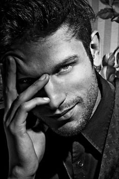 Black and white man portrait. Handsome Men Quotes, Handsome Arab Men, Beautiful Women Quotes, Beautiful Tattoos For Women, Beautiful Pictures, Hot Men, Sexy Men, Strong Woman Tattoos, Body Sketches