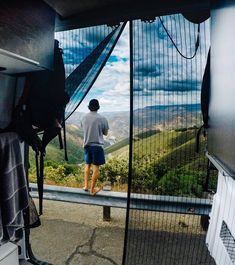 Hacks for keeping your diy campervan conversion bug free. These mosquito nets are a great idea to keep insects out of your camper in the summ Mercedes Sprinter, Sprinter Van, Camper Diy, Car Camper, Honda Element Camping, Van Life Blog, Life Hacks, Life Tips, Van Storage