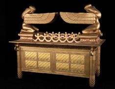 The 'zer' is often interpreted to mean 'crown', and is almost always placed at the top of the Ark as a decoration. But this does not agree with historical representations of arks in the time of Moses.