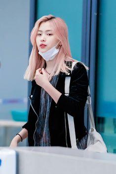 Chuncheon, South Korean Girls, Korean Girl Groups, Beauty Full Girl, Soyeon, Airport Style, New Girl, Girl Crushes, Kpop Girls