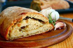 Mediterranes Zwiebel-Knoblauch Brot