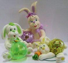 Coelhos em biscuit com bola bipartida (bola acrílica ) Cake Decorating With Fondant, Cute Clay, Pasta Flexible, Chocolate Molds, Polymer Clay Crafts, Easter Crafts, Easter Bunny, Cake Toppers, Christmas Ornaments