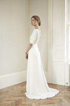 Mы ❤ это элегантное в своей простоте свадебное платье #weddingdress от #CharlotteSimpson