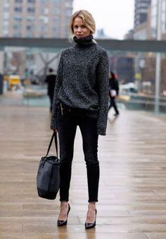 Com calça jeans – jeans é uma peça básica para ter no guarda roupa feminino. A mesma peça sai tanto no verão como no inverno e é excelente para combinar com jaquetas, casacos, peças de lã e botas, dentre outras peças comuns da moda inverno.