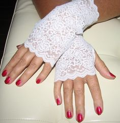 Delicate Lace Fingerless Gloves
