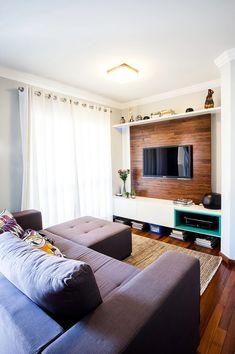Sala de estar pequena clean moderna neutra urbana
