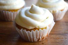 frosted keto carrot cupcakes Apple Cinnamon Muffins, Keto Cinnamon Rolls, Lemon Blueberry Muffins, Blue Berry Muffins, Carrot Muffins, Low Carb Carrot Cake, Best Carrot Cake, Carrot Cakes, Low Carb Desserts