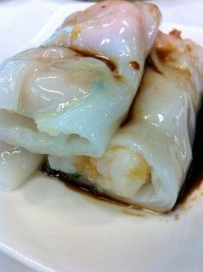 Skin: a well made skin is the key to this dish – 'white like snow', 'thin like paper' Rice Paper Recipes, Recipe Paper, Rice Rolls, Rice Paper Rolls, Cha Recipe, Asian Buns, Chicken Spring Rolls, Cantonese Food, Steam Recipes