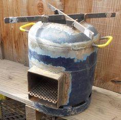 Rocket stove - Les outils de l'autonomie Camping Cooker, Best Camping Stove, Jet Stove, Stove Oven, Rocket Heater, Rocket Stoves, Diy Rocket Stove, Diy Wood Stove, Bbq Chimney