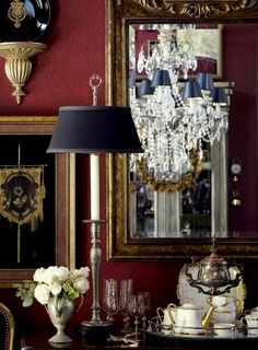 love the deep red walls ~ just like my own dining room English Interior, English Country Decor, Décor Antique, Buffet Lamps, Red Rooms, Interior Decorating, Interior Design, Luxury Interior, Red Walls