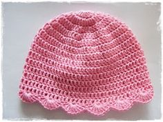 Crochet cap with arched hem - step by step procedure on how to measure and how straight back seam Crochet Cap, Crochet Bebe, Crochet Baby Hats, Knitting For Kids, Sewing For Kids, Girl With Hat, Learn To Crochet, Free Pattern, Kids Outfits