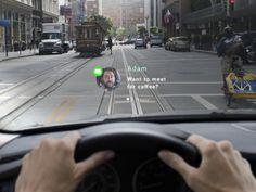 車のダッシュボードに取り付けるとフロントガラスを車載ヘッドアップディスプレイ(HUD)に変える499ドルの装置が、2015年から出荷される予定だ。
