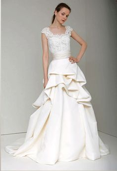 Love this wedding gown!