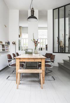 Wooden dining table with chairs | Photography Henny van Belkom | Text Karen Kroonstuiver | vtwonen May 2015