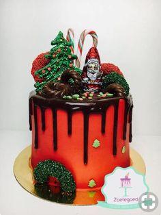 Christmas drip cake made by Zoetegoed Pretty Cakes, Beautiful Cakes, Amazing Cakes, Christmas Cupcakes, Christmas Sweets, Christmas Time, Holiday Baking, Christmas Baking, Drippy Cakes