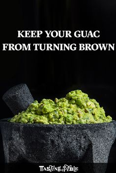 There's nothing like a bowl of grayish-brown guacamole to ruin your picturesque party spread. The good news is that this problem is really easy to avoid. Best Guacamole Recipe, How To Make Guacamole, Avocado Recipes, Appetizer Dips, Appetizer Recipes, Tapas, Ebelskiver Recipe, Cooking Tips, Cooking Recipes