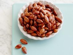 Sweet and Spicy Roasted Almonds : Toss nuts with a sweetener like maple syrup, sugar or honey, sprinkle with salt and a spice like cinnamon or chili powder, and toast in a single layer. Candied Almonds, Roasted Almonds, Easy Meal Prep, Easy Meals, Toaster Oven Recipes, How To Cook Corn, Roasted Sweet Potatoes, Sweet And Spicy, Food Network Recipes