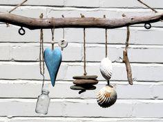 Treibholz Wanddeko mit  Glas Herz Steine Muscheln