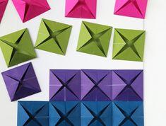 l'art de pliage papier au service de la décoration murale, panneau en origami coloré
