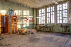 Fd skolsal, skulle kunna bli en fantastisk verkstad eller vardagsrum! Helt fantastiskt!