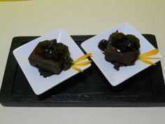 Postre: Marquise de chocolate con cocción de frutos rojos y streusel de azúcar morena.   http://www.facebook.com/marisacsemis  _____________________________  Dessert: Chocolate Marquise with cooked red fruits and brown sugar streusel.  http://www.facebook.com/marisacsemis