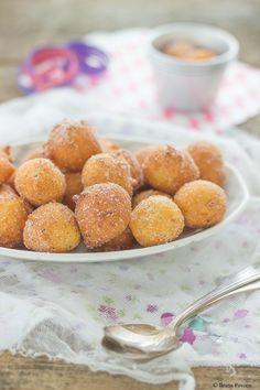 Le castagnole alla ricotta sono una variante più ricca delle tradizionali castagnole, dolci tipici di Carnevale