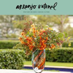Um arranjo outonal em seis passos montado num vaso de cristal colorido maravilhoso da marca brasileira Cristais Cá d'Oro!