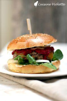 Winterburger mit rote Beete Ketchup, Feldsalat und Topinambur