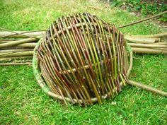 Basket Weaving – Kepis Bushcraft – I really like this simple design