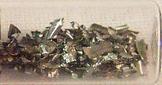 Zr40 Circonio Es un metal de transición brillante, de color blanco grisáceo, duro, resistente a la corrosión, de apariencia similar al acero