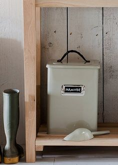 Medium Pet food storage bin in Clay from Garden Trading