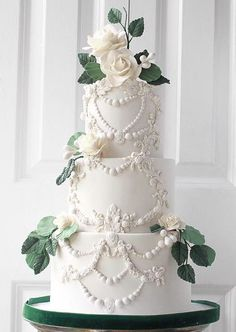 From modern designs to romantic flowers and hand-painted illustrations, these wedding cakes are sure to inspire. Check out these 20 Prettiest wedding cakes! Pretty Wedding Cakes, White Wedding Cakes, Elegant Wedding Cakes, Wedding Cupcakes, Wedding Cake Toppers, White Cakes, Wedding Sweets, Cake Wedding, Wedding Trends