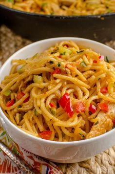 Slimming Eats - Slimming World Recipes Bang Bang Chicken Pasta l Slimming World . - Slimming Eats – Slimming World Recipes Bang Bang Chicken Pasta l Slimming World Recipes - Slimming World Dinners, Slimming World Recipes Syn Free, Slimming Eats, Slimming World Chicken Recipes, Baked Oats Slimming World, Slimming World Lunch Ideas, Slimming World Pasta, Pasta Recipes, Dinner Recipes