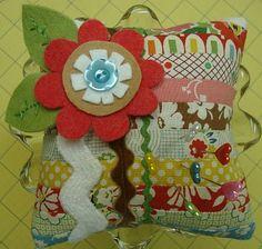 Bee In My Bonnet: Pincushion Tutorial......