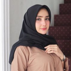 Square hijab from @satfsboutique • • • @urza.alaydrus Via @famela.management